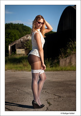 Viktoria (der-den-Kaugummi-kaut) Tags: sexy stockings girl fuji babe heels fujifilm nylons s5 halterlose s5pro