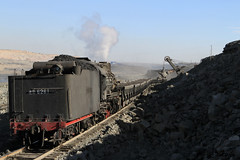 I_B_IMG_6298 (florian_grupp) Tags: china railroad train landscape asia mine desert muslim railway steam xinjiang mikado locomotive coal js steamlocomotive 282 opencastmine sandaoling