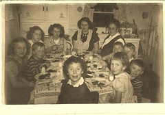 joyful little girl at crowded family dinner (912greens) Tags: kids dinner children milk eating families joy happiness mothers aprons crowded attable folksidontknow