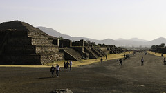 Avenue of the Dead (Lawrence OP) Tags: dead mexico teotihuacan pyramids avenue precolumbian
