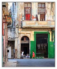 The Streets of La Habana (kurtwolf303) Tags: city windows people topf25 buildings topf50 topf75 doors 500v20f fenster streetphotography menschen stadt topf100 havanna gebude hdr 800views lahabana 900views strase photomatixpro urbanlifeinmetropolis 750views 1000v40f 250v10f lovelycity unlimitedphotos canoneos600d villasancristbaldelahabana