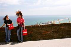 Lefties (Leszek Golubinski) Tags: barcelona hair bag wind left brand montjuich unbalanced