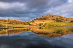 Just like woman's curves, isn't it?! (Dimitris&Ruze) Tags: uk lake mountains nature water clouds scotland edinburgh escocia reservoir reflexions edimburgo reflejos pentlands pentlandhills midlothian beautifulearth sunthroughtheclouds waterreflexions womanscurves