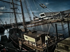 Pirate Attack! (V.R.V) Tags: uk inglaterra sea england art liverpool photography boat mar photo europa europe barco foto arte pirate fotografia hdr pirata reino unido selfie snapseed zenfone