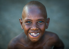 Afar tribe kid in Afambo Danakil Ethiopia (Eric Lafforgue) Tags: africa smile tribe afar danakil afambo ethio162402