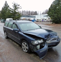 rm (neppanen) Tags: auto car suomi finland helsinki wreck discounterintelligence sampen helsinginkilometritehdas