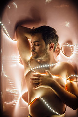 Henri (Ju Bomju) Tags: fashion ensaio rosa lifestyle curitiba luzes projeto cor menino banheira espao corpo cwb pira deles pontinhos masculino comportamento ocorpodeles