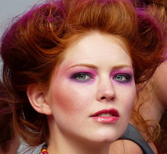 Annelieke (e) Tags: girls red portrait rot girl hair rouge ginger retrato makeup posing days redhead retratos portraiture fashionshow breda ros rood rosso lach pelirrojo roodharig glimlach modeshow kasteelplein annelieke rothaarig day roodharigendag redhead 2015 roodharigendag rhd2015
