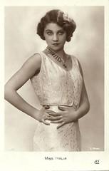 Miss Italy 1931 (Truus, Bob & Jan too!) Tags: beauty fashion female vintage 1930s postcard contest moda beauté miss pageant concours mode bellezza schönheit wettbewerb feminin concorso weiblich femminile misseurope