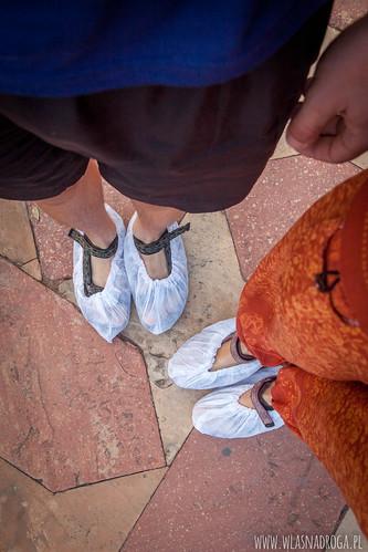 Ochraniacze na buty, któe otrzymuj się na wejściu do Tadź Mahal