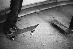 ... (d-kings) Tags: blackandwhite blancoynegro film analog 35mm canon 50mm blackwhite skateboarding f14 skaters skate skateboard analoga analogue ilfordhp5plus400 ilford sk8 eos500n analogo dkingsphoto buyfilmnotmegapixels