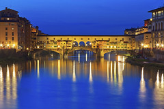 Vorrei essere qui / I wish I was here (Florence, Tuscany, Italy)(Explore!!!) (AndreaPucci) Tags: italy night river florence explore tuscany firenze arno pontevecchio canoneos60 andreapucci