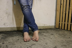 dirty party feet 570 (dirtyfeet6811) Tags: feet toes barefoot toering dirtyfeet dirtytoes