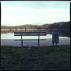 Bank und Mlleimer am Brandiser Badesee (BLKYRD) Tags: lake 120 6x6 canon landscape fuji superia bronica 400 expired 80mm c41 brandis badesee sekonic sqai 8800f