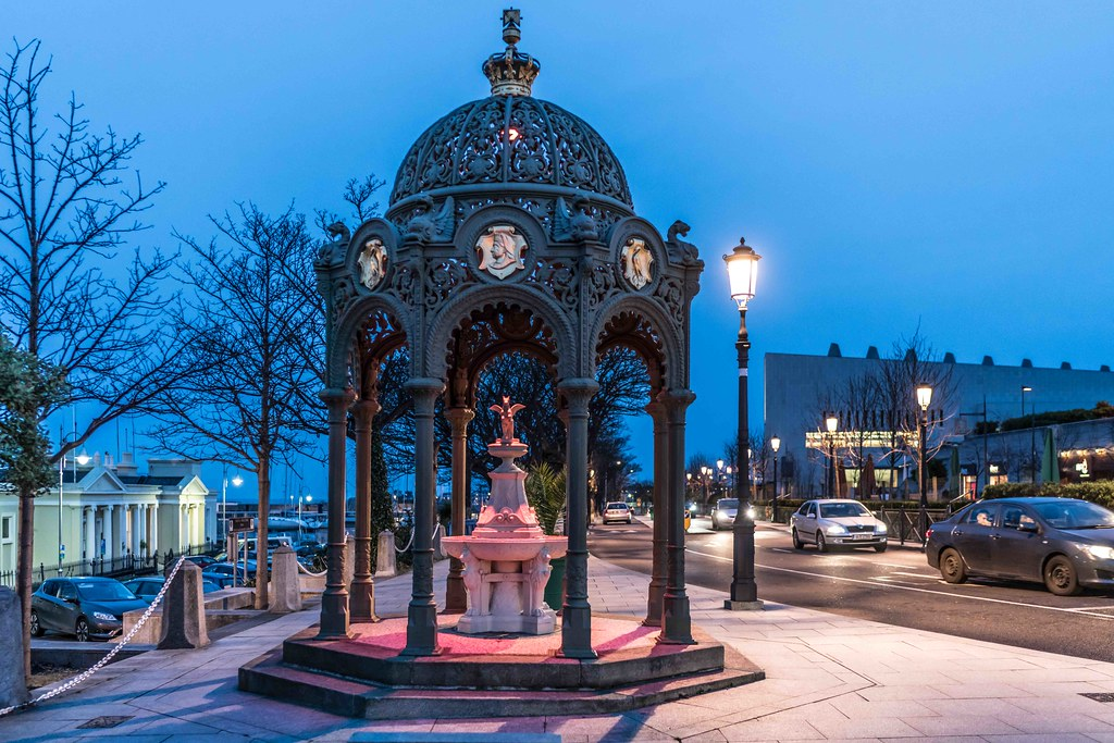 DUN LAOGHAIRE AT NIGHT [QUEEN VICTORIA MEMORIAL FOUNTAIN]-111247