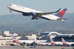 Delta Air Lines Boeing 767-300; N196DN@LAX;03.02.2016 (Aero Icarus) Tags: california plane aircraft lax flugzeug takeoff avion losangelesinternationalairport deltaairlines boeing767300 n196dn
