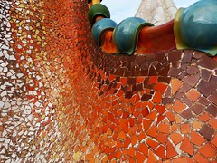 Casa Batll (Silvana *_*) Tags: autumn roof orange house casa spain tetto dragon terracotta 1906 flakes autunno antoni grado 1904 barcellona spagna arancione gaud catalogna 2015 passeigdegrcia bercelona batll scaglie casabatll antonigaud