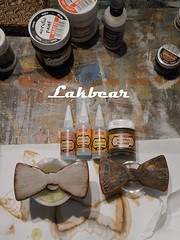 Wooden bow ties (LAKBEAR(D)) Tags: bear white green art home vintage beard diy artwork paint acrylic natural symbol recycled handmade budget painted style used collection footprint tutorial reuse patterned goodfun reused tutorials madebyhand coolideas giftideas usable lowcost upcycled easytomake outdoorideas restyled myowndesign originalideas freshlooking usedmaterials 100recycledmaterials cheapideas pentart stepbystepphotos easyideas woodenbowties lakbear woodenbutterflybow indoorideas