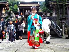 The little girl who wore a kimono in the Seven-Five-Three Festival :  (Dakiny) Tags: family november autumn color girl festival japan canon shrine daughter kimono gifu 2007 ixy