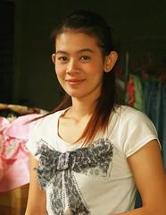 pretty woman (the foreign photographer - ) Tags: woman portraits canon thailand kiss pretty bangkok khlong bangkhen thanon 400d