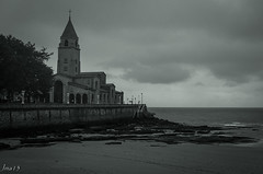 15 02 09 15 02 09 DSCF2728 (jmacirez13) Tags: espaa paisajes blancoynegro europa gijn iglesia asturias playa paisaje monocromtico molinn