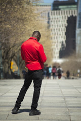 Poser (Igor Voller) Tags: street new york nyc red people usa man black rot america buildings pose us back pants manhattan candid strasse jacket tiles stadt amerika schwarz jacke      mench         rck    gebeude