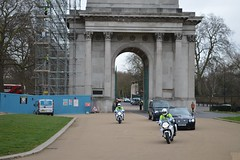 Royal escort (Matt From London) Tags: queen wellingtonarch hydeparkcorner royalescort specialescortservice