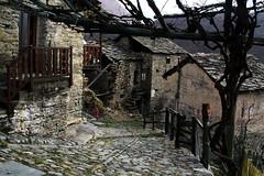 Val d'Aosta - le traverse di Arnad, Bonavesse, l'armonia del passato (mariagraziaschiapparelli) Tags: panorama primavera valdaosta escursionismo camminata arnad allegrisinasceosidiventa traversediarnad
