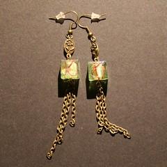 cube (fabrikarine) Tags: fleur vintage collier bijoux plastic boucle fou cuivre doreille
