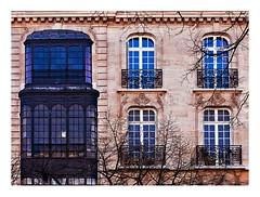 immeuble parisien (Marie Hacene) Tags: paris mur ville immeuble fentres