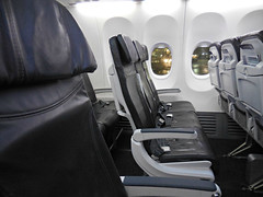 AS 737-900ER interior (kenjet) Tags: window leather airplane cabin interior aircraft seat row rows seats 737 alaskaairlines 737900 slimline as 737900er n461as