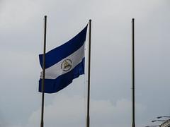 "Granada: le drapeau du NIcaragua <a style=""margin-left:10px; font-size:0.8em;"" href=""http://www.flickr.com/photos/127723101@N04/26686074805/"" target=""_blank"">@flickr</a>"