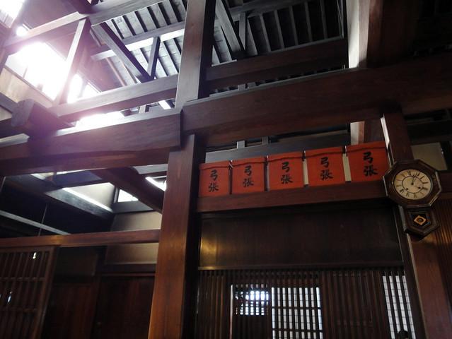 複雑のようで繊細に組まれた柱と梁。|吉島家住宅