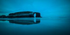 Solo con la sua riflessione (Giacomo della Sera) Tags: blue sea españa naturaleza seascape reflection nature azul landscape mar spain nikon paisaje galicia refeljo cantabrico nikond800