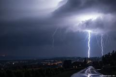 Coups de foudre ramifis prs du lac Lman. (suarez.christophe) Tags: storm night suisse lac lightning lman nuit orage stormchasing orages clair foudre clairs