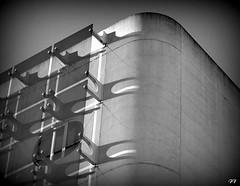 L o le blanc, le noir et la lumire jouent un chass crois (Francis Tanahauser) Tags: architecture 50mm lumire 17 mur yashinon