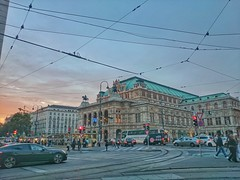 Opera House at Dusk (Kester Chan) Tags: vienna city sunset architecture austria traffic dusk streetphotography cityscapes urbanexploration