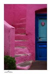 Wouahoo les couleurs ! (AniaPhottos) Tags: pink blue green colors rose couleurs coeur vert porte minimalist escalier bleue vividcolors minialiste