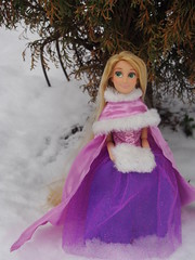 Rapunzel's winterlicher Ausflug (sh0pi) Tags: schnee winter snow classic doll disney rapunzel disneystore puppe tangled drausen
