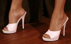 Feet & Shoes (2882) (♠I Love Feet & Shoes♠) Tags: street sexy feet stockings pie shoes highheels sandals tights lingerie heels pés huf hoof bas pieds mules pantyhose schuhe casco piedi meias medias scarpe sandalias chaussures sapatos sandálias zapatillas sandalen ноги sandales чулки sabot sandali πόδια strümpfe ботинок παπούτσια туфля calcanhares каблуки füse σανδάλια κάλτσεσ копыто сандалий οπλή