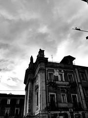 Piazza Stesicoro (Cialtrone) Tags: blackandwhite italy statue italia chiesa cielo sicily piazza monumenti bnw catania sicilia biancoenero trinacria bellitalia