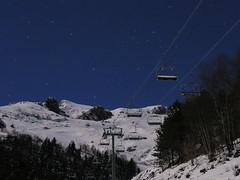Paysage de station (wishima) Tags: sky snow ski tree station night forest montagne stars ciel arbres neige nuit foret toiles mcanique remonte