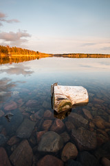 Shallow water - Mörudden (- David Olsson -) Tags: sunset lake seascape nature landscape evening nikon rocks sundown sweden outdoor stones driftwood stump april late shallow fx grad treestump vr grunt vänern d800 hammarö stubbe värmland 1635 2016 1635mm lakescape gnd skoghall leefilters mörudden davidolsson 06hard 1635vr