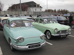 PANHARD PL17 et SIMCA P60 vertes (xavnco2) Tags: green classic cars car sedan french automobile exposition saloon berline verte simca panhard arras p60 bouse pl17 2016autos
