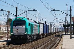 Mercancas por La Encina (lagunadani) Tags: rail alicante estacion contenedores teco 335 mercancias laencina vossloh sonya7 alphatrains transitia