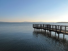 Il pontile sul lago. (sangiopanza2000) Tags: italy panorama lake lago italia acqua umbria pontile lagotrasimeno passignanosultrasimeno sangiopanza