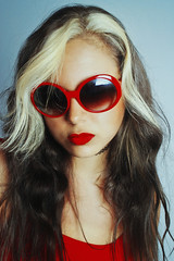 Red (TheJennire) Tags: camera light red portrait people luz face sunglasses fashion self canon cores photography photo colours foto photoshoot young makeup style shades colores retro teen indie fotografia camara choker softlight tumblr
