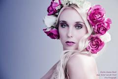 Flower Girl (Richard Vivo) Tags: flowers portrait soft blond blonde duotone redroses redflowers tullips flowerportrait flowerface vivofotografie kayleejoannastaub muaesztervanderfeest modelkayleejoanna