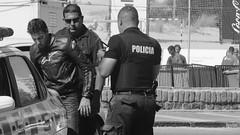 Dos policas detienen a un motociclista en la rambla de Pocitos (PhotoSebastian) Tags: cops biker policia motociclista