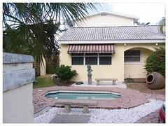 Sarasota v.7 (John Lamont1) Tags: leica florida digilux2 gulfcoast residentialtopology